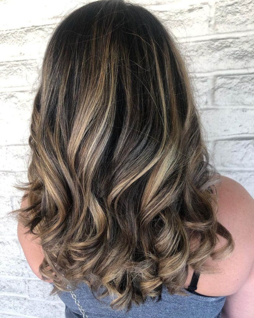 18 Latest Dark Hair with Highlights for 18   Wavy Haircuts